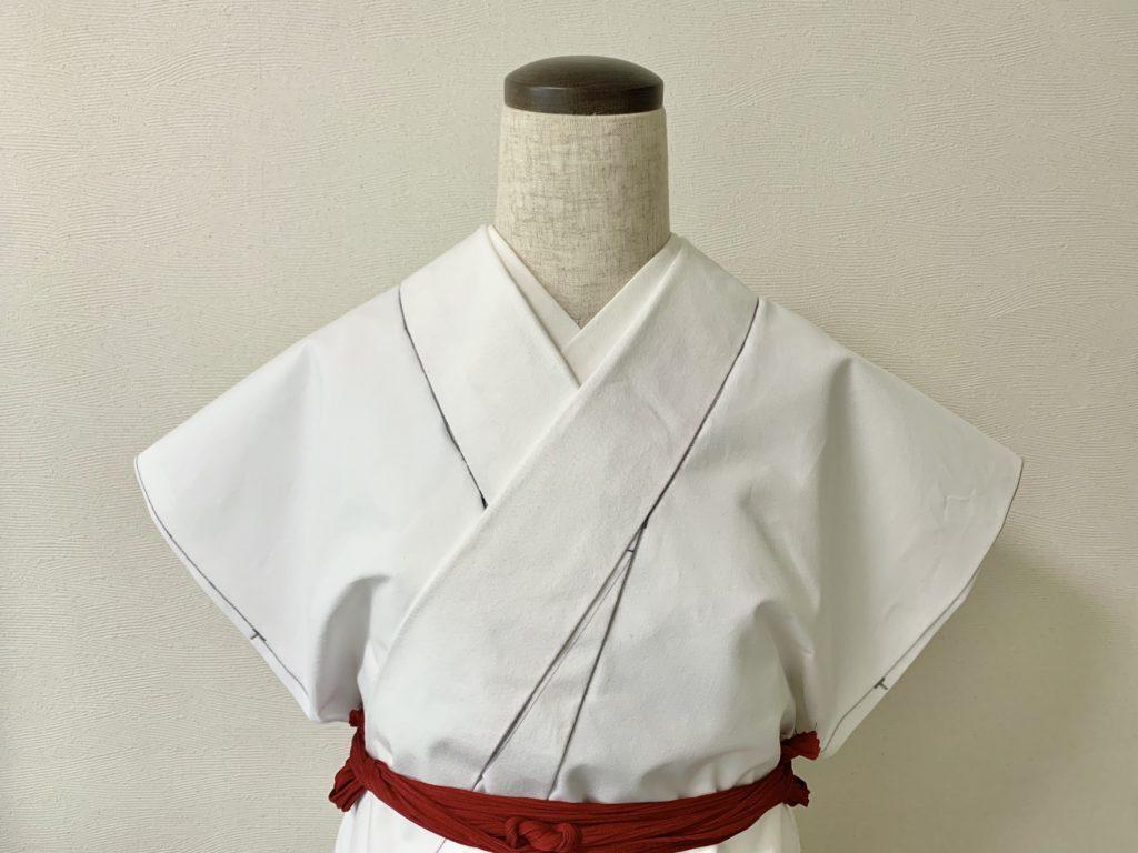 帯芯の着物脇側で広げた抱巾